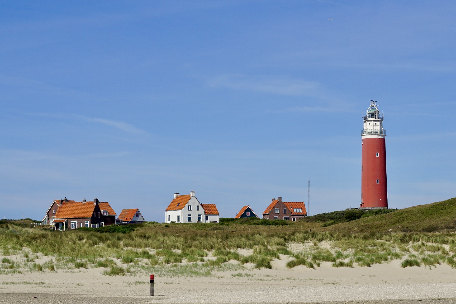 lighthouse-2424110_1920